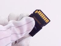 静電気防止グローブとSDHCカード